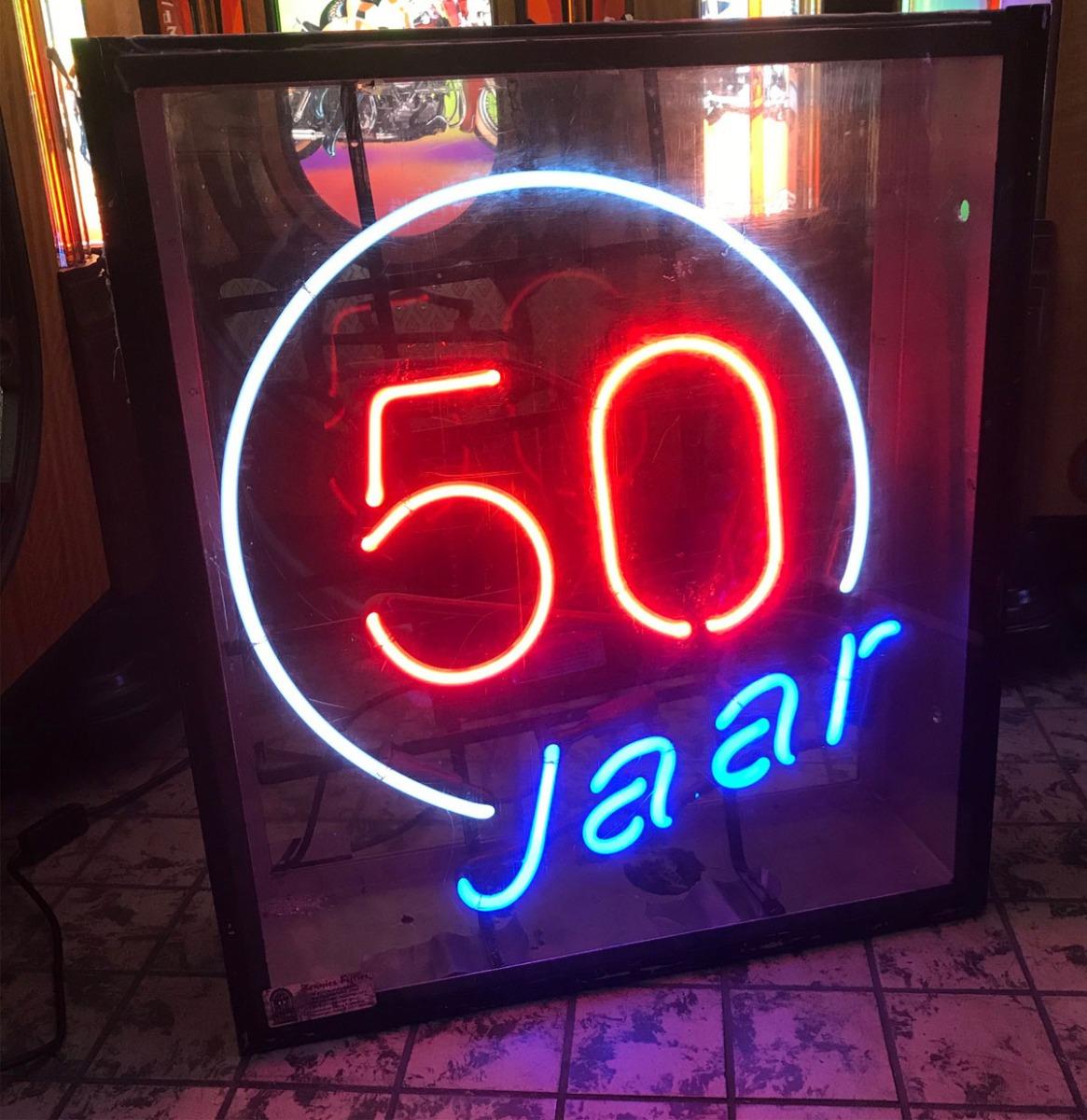 50 Jaar Neon Verlichting - Oud Model In Bak