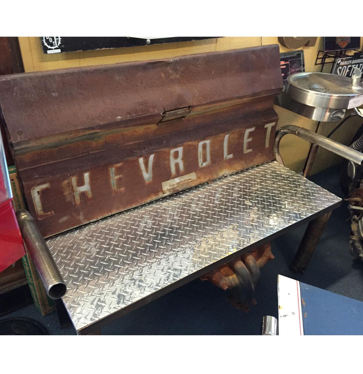 Chevrolet Pick-Up bank. Van echte auto onderdelen gemaakt.