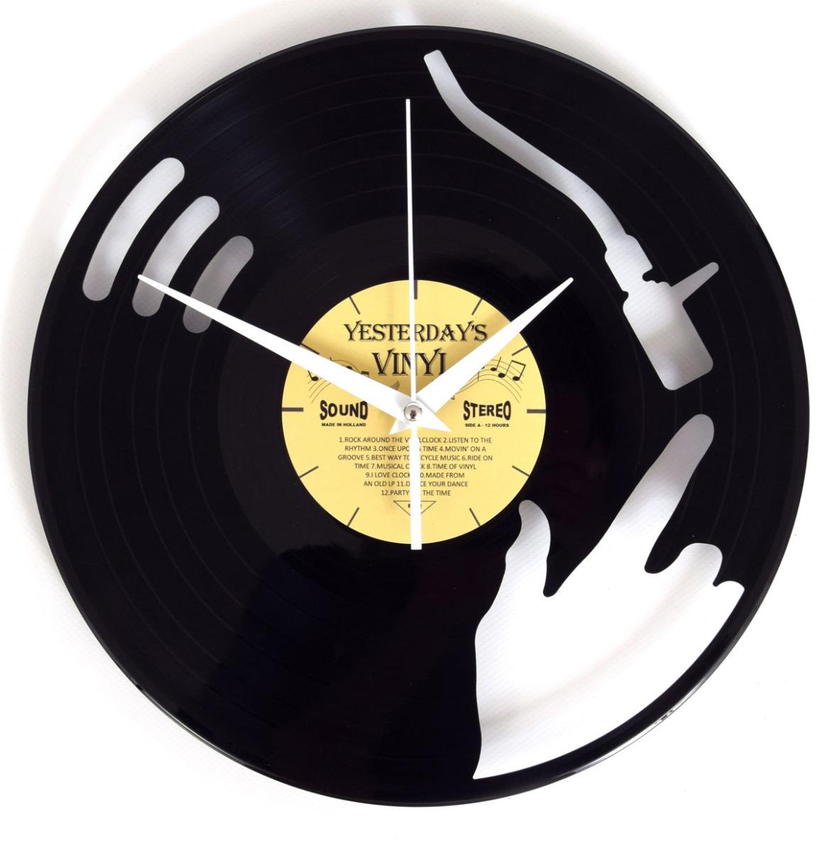 Vinyl Klok DJ In Actie - Gemaakt Van Een Gerecyclede Plaat