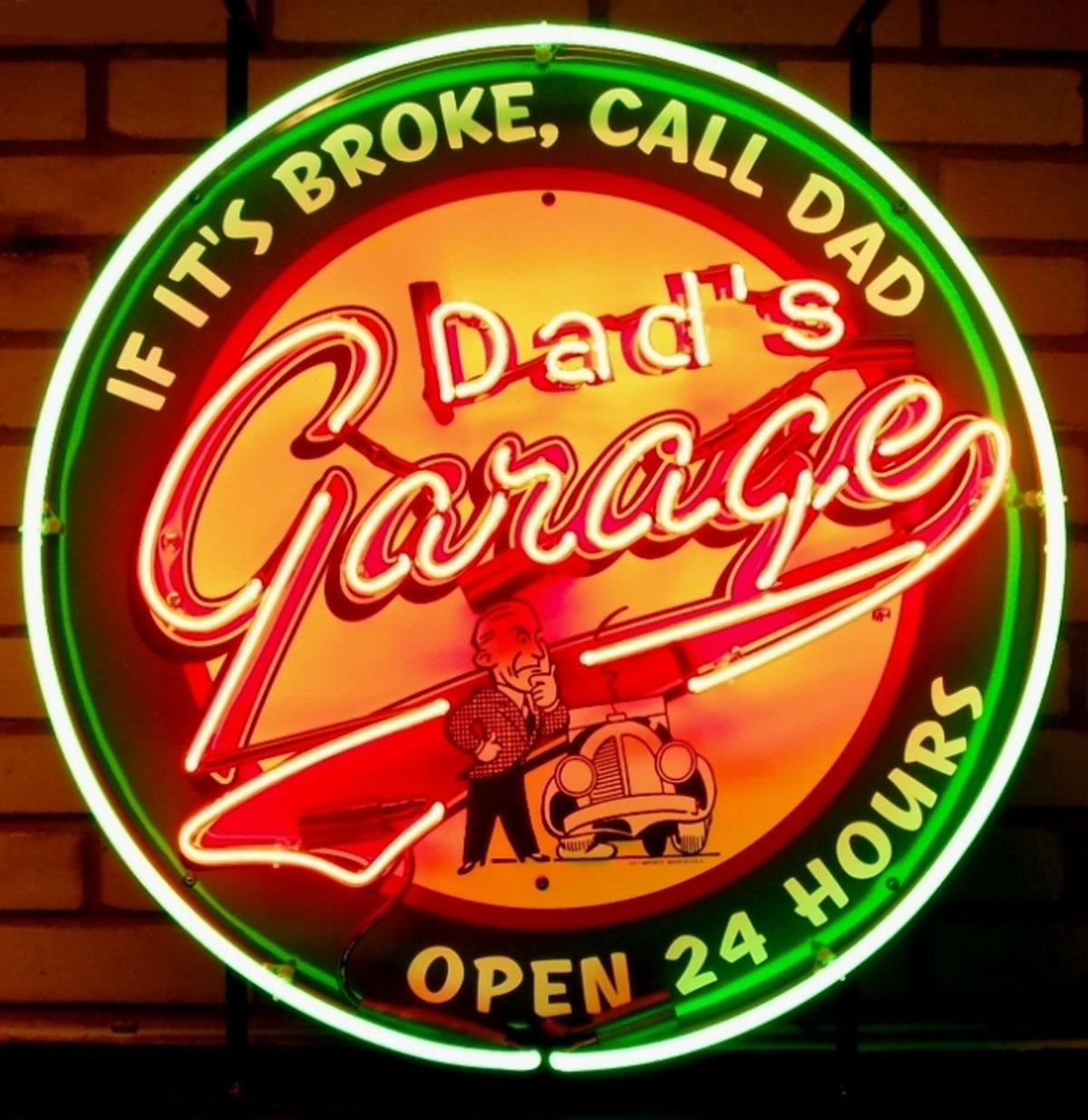 Dad's Garage Open 24 Hours Neon Verlichting Met Achterplaat 65 x 65 cm