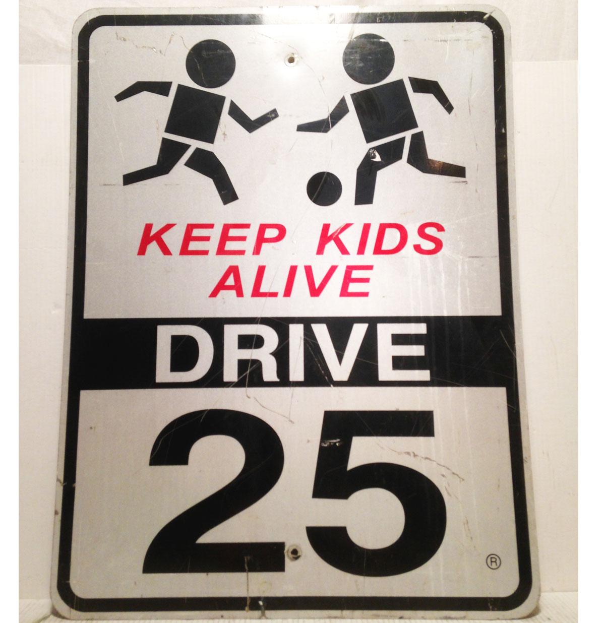 Keep Kids Alive Drive 25 Straatbord - Origineel