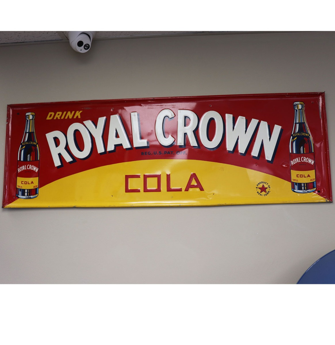 VERKOCHT - Retro Drink Royal Crown Bord - Consignatie