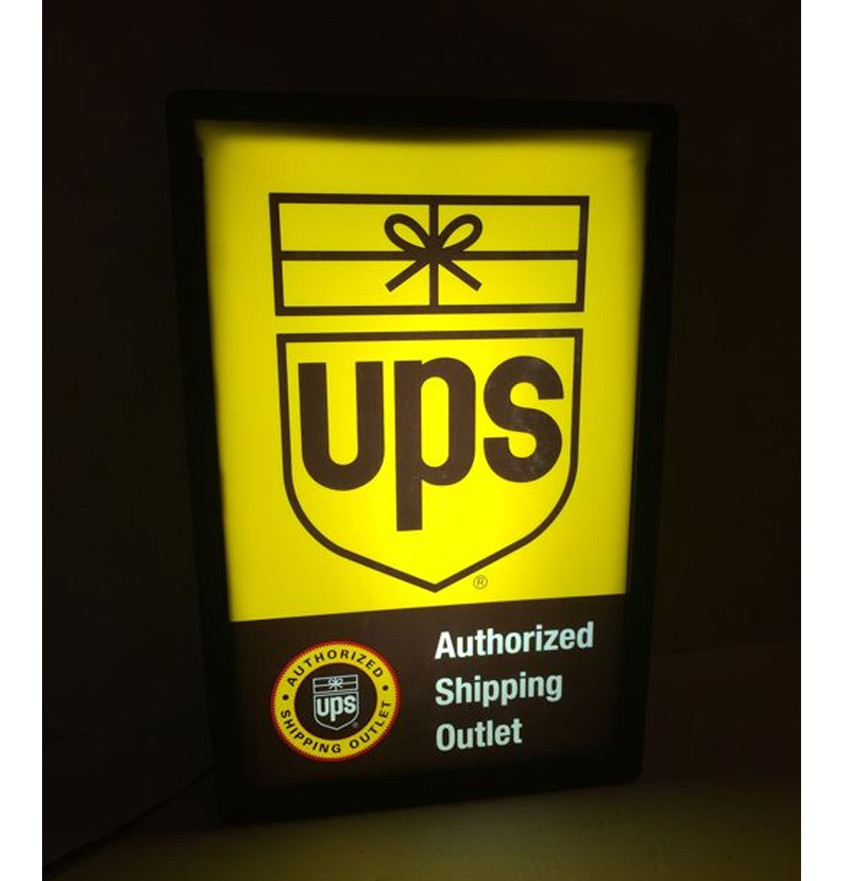 UPS Authorized Shipping Outlet Lichtbak