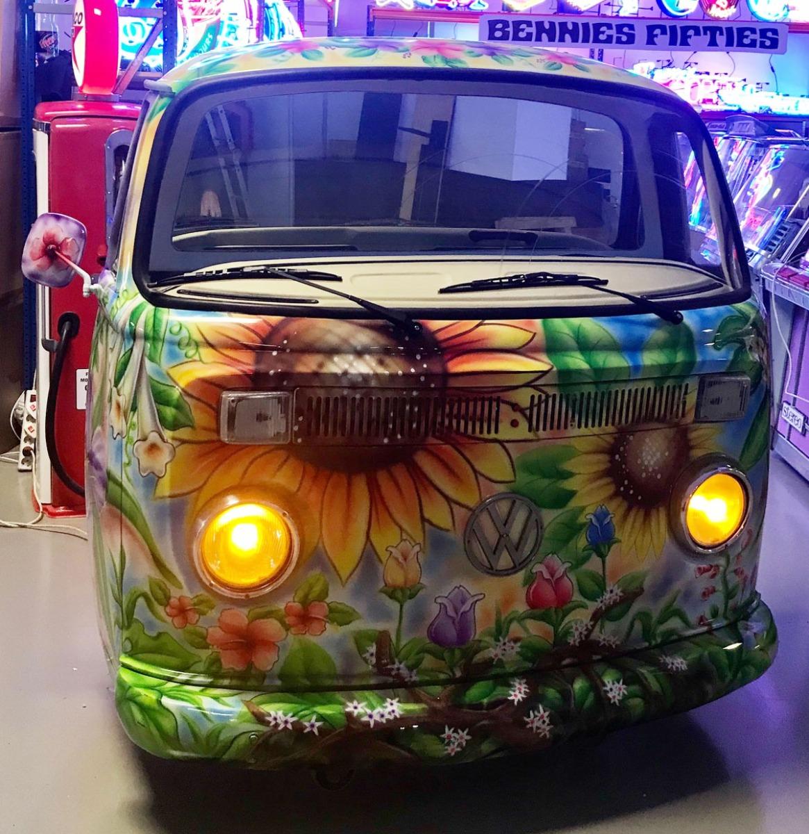 Volkswagen Bus Flower Power Voorkant Met Werkende Verlichting