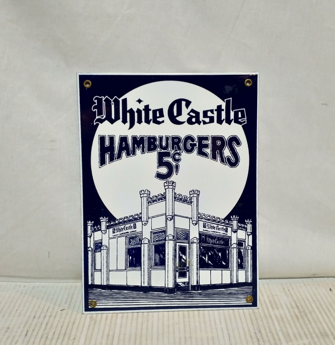 White Castle Emaille Bord